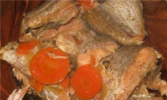 River fish stewed with vegetables in the Comfort Fy 500 pressure cooker