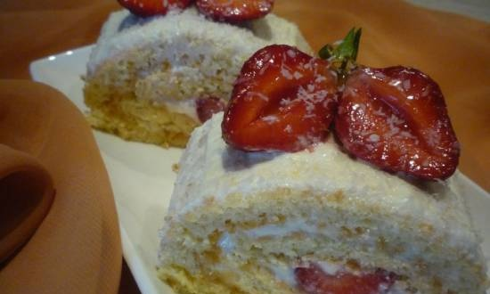 Roll with curd cream and strawberries