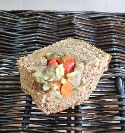 Whole-grain rye bread with vegetables in HP