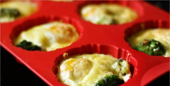 Baked eggs with broccoli and cheese