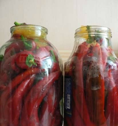 Hot pepper marinated with honey