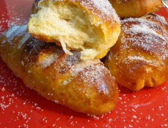 Apricot buns with sugar