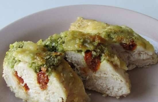 Chicken breasts with sun-dried tomatoes and pesto sauce
