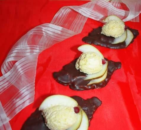 Pear mousse on chocolate leaves