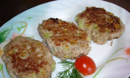 Meat cutlets with zucchini pieces