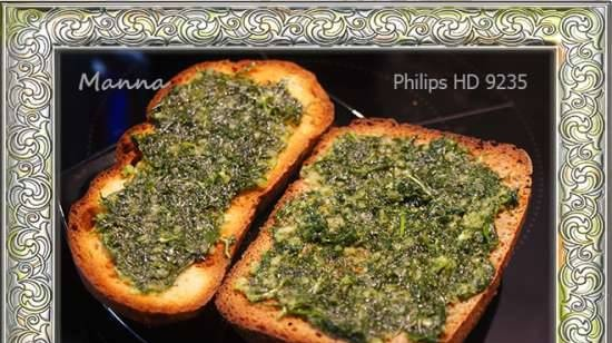 Toast with garlic paste in the Philips HD9235 Airfryer