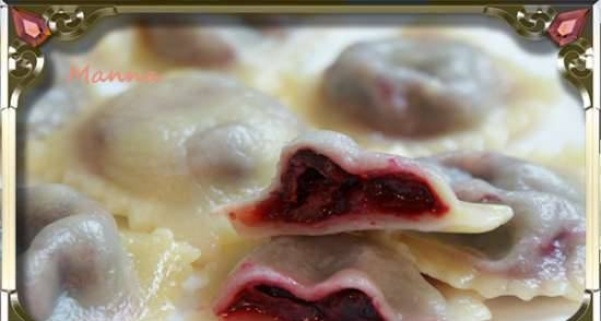 Cottage cheese ravioli with steamed cherries