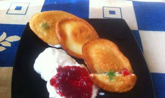 Cottage cheese pancakes with dried pineapple
