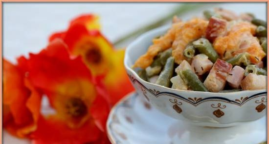 Warm salad of green beans and apricots