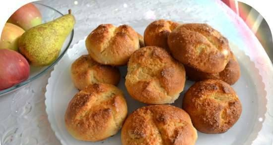 Cottage cheese buns with apples