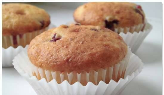 Cottage cheese-orange muffins with lingonberry
