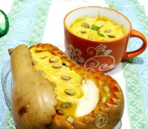 Styrian pumpkin puree soup with pear