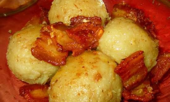 Potato dumplings with meat (boiled or fried)