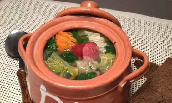 Peter and Jupp - Savoy cabbage soup with leeks and sausages