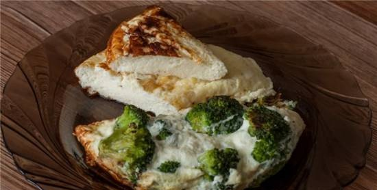 Omelet and omelet with broccoli in Travola omelette