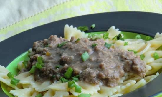 """Stewed minced meat or goulash """"Noble me"""" in a pressure cooker"""