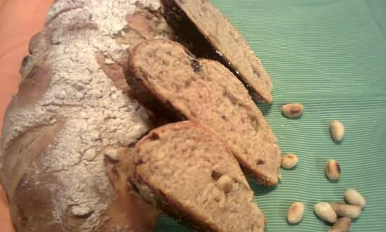 Polish bread with raisins and nuts