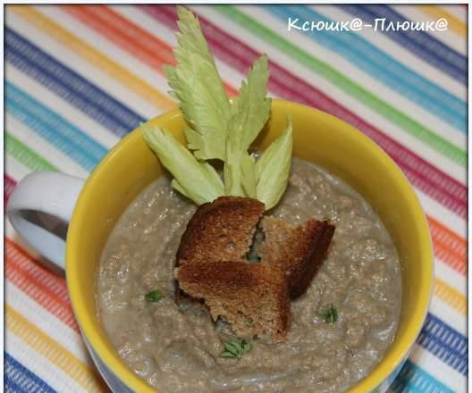 Champignon and celery puree soup with aromatic rye croutons