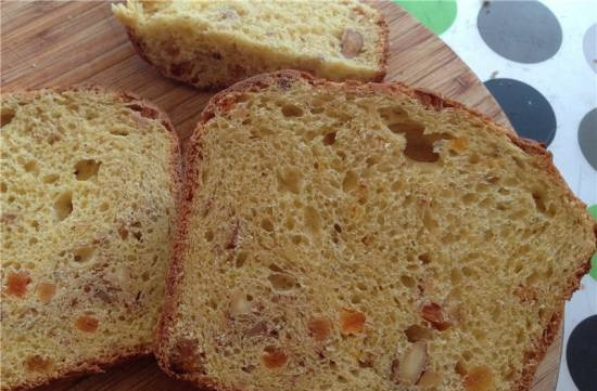 Saffron cake with dried apricots