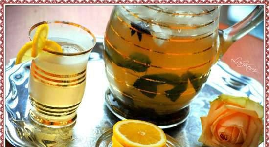 Ice tea with spices and soda water
