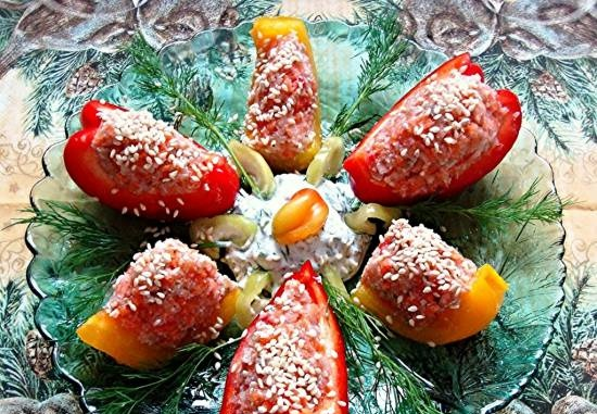 Peppers stuffed with vegetables with sour cream dip