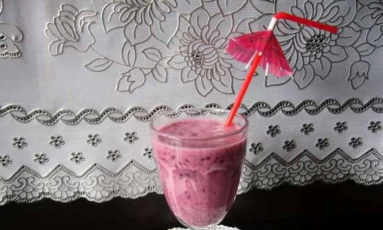 Currant smoothie with banana and honey