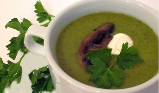 Cold creamy parsley and fennel soup with mushrooms