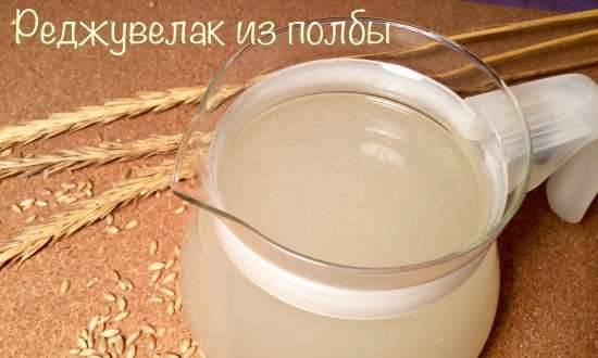 Spelled Rejuvelac - a healthy kvass drink made from naturally fermented wheat germ (Rejuvelac) for raw foodists