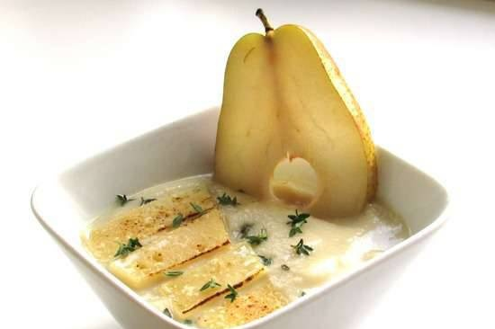 Cold celery and pear soup with cheese crust