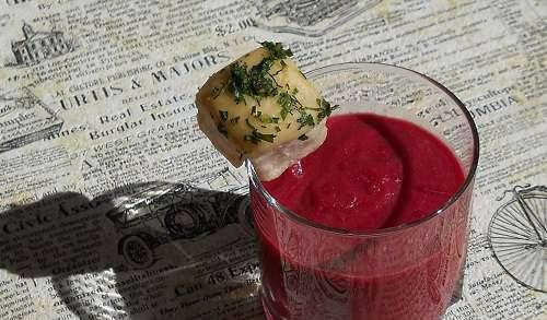 Borscht-puree with apple and ginger