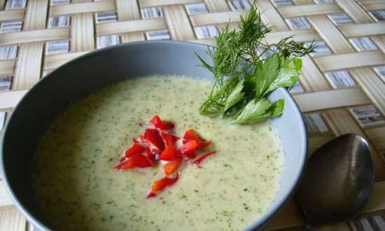 Cold soup with cucumber and white bread on kefir