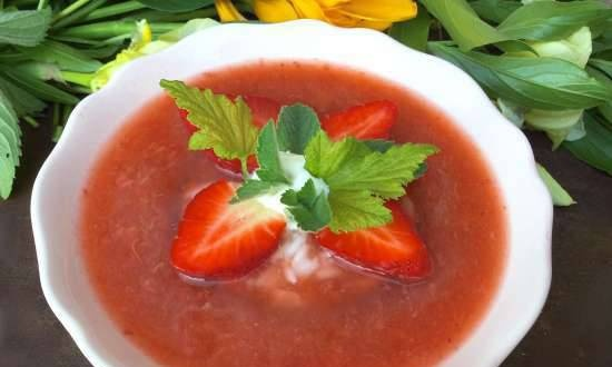 Strawberry-rhubarb cold soup with rice