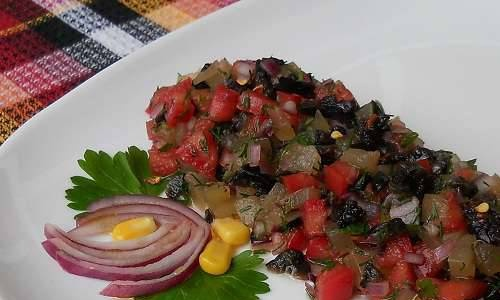 Salsa from pickled watermelon peels