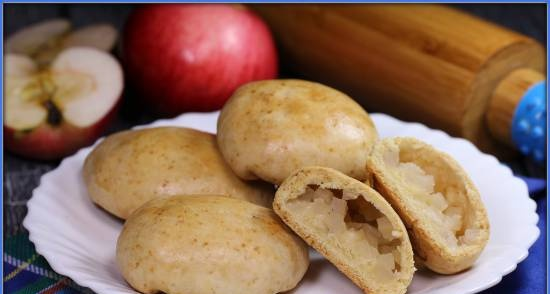 Crumbly apple pies