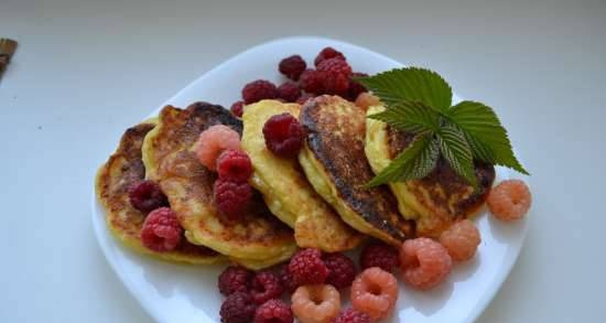 Cottage cheese pancakes with dried apricots and cinnamon