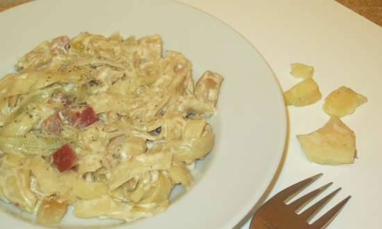Homemade noodles or Farfarelli with brisket and chicken fillet in cream