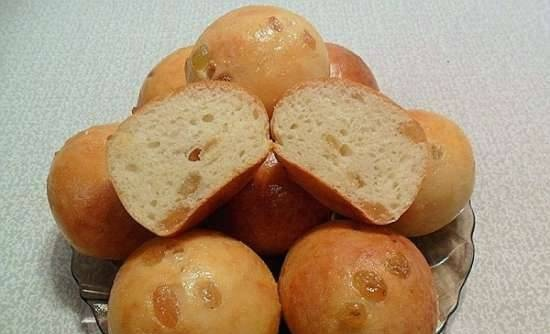 Cottage cheese buns with raisins