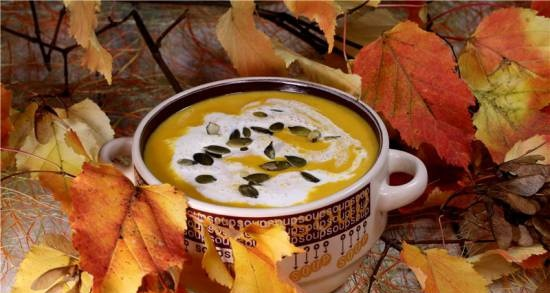 Pumpkin soup with chickpeas