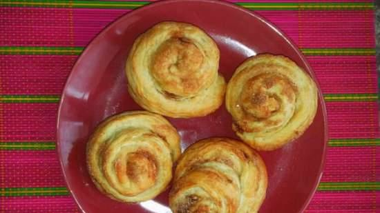 Puff pastry snails with cinnamon
