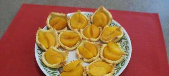 Cottage cheese baskets with peach