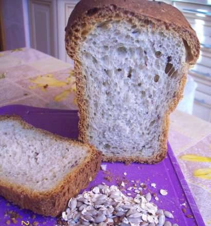 Wheat bread with flax and sunflower seeds (oven)