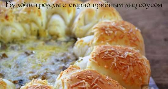 Buns rolls with cheese and mushroom dip sauce
