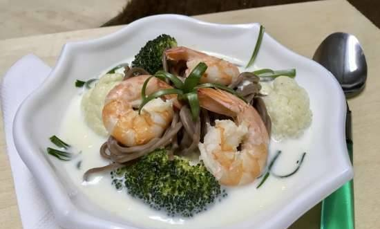 Coconut soup with shrimps, broccoli, cauliflower and soba noodles