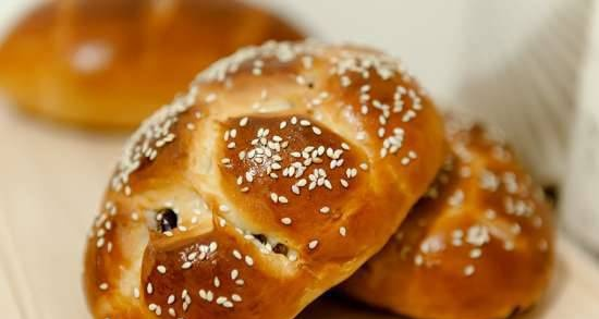 Buns with raisins and spices