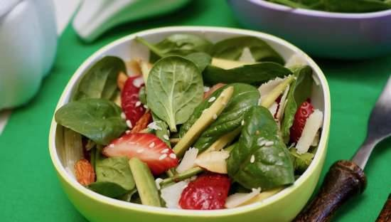Strawberry-avocado salad for a thin waist and great mood
