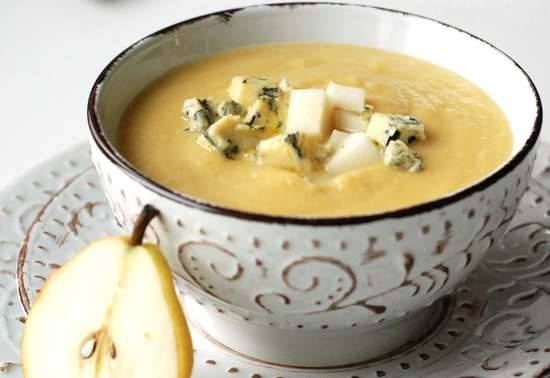 Fennel, celery, pumpkin and pear puree soup with blue cheese