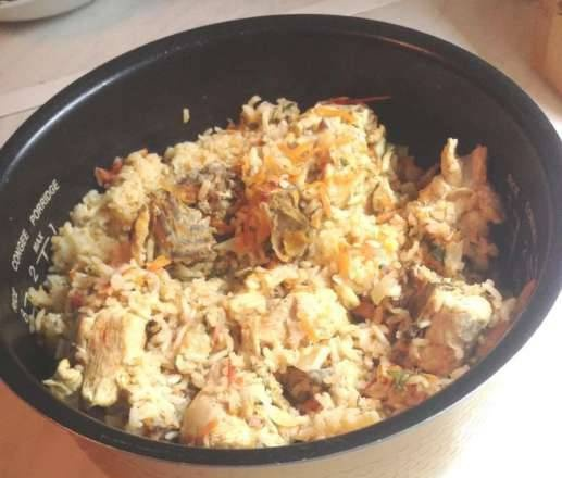Rice with chicken and frozen vegetables in a slow cooker