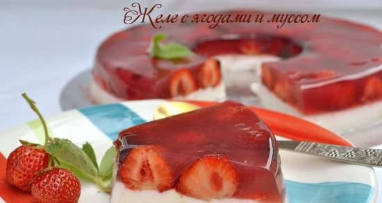 Jelly with berries and mousse