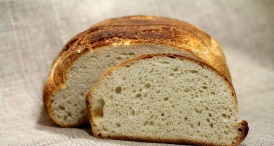"""Loaf with lactic acid sourdough using the """"old dough"""" method"""