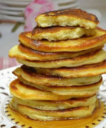 Curd pancakes with whole grain rice flour and curdled milk